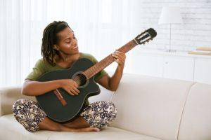 Why You Should You Start Guitar Lessons for Beginners