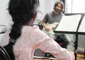 Guitar Classes - Online vs. In-Person